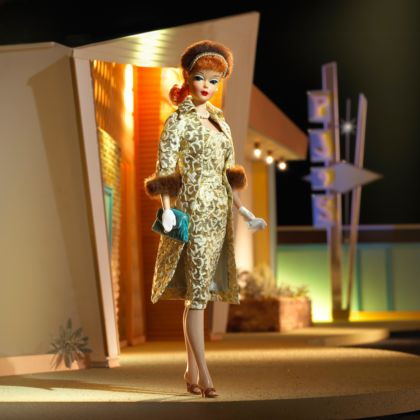 Barbie indossa l'outifit Evening Splendour, 1959 (Collectors edition) - © Mattel Inc.
