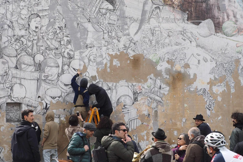 Il murale di Blu distrutto dall'artista e dagli attivisti del Cso Xm24