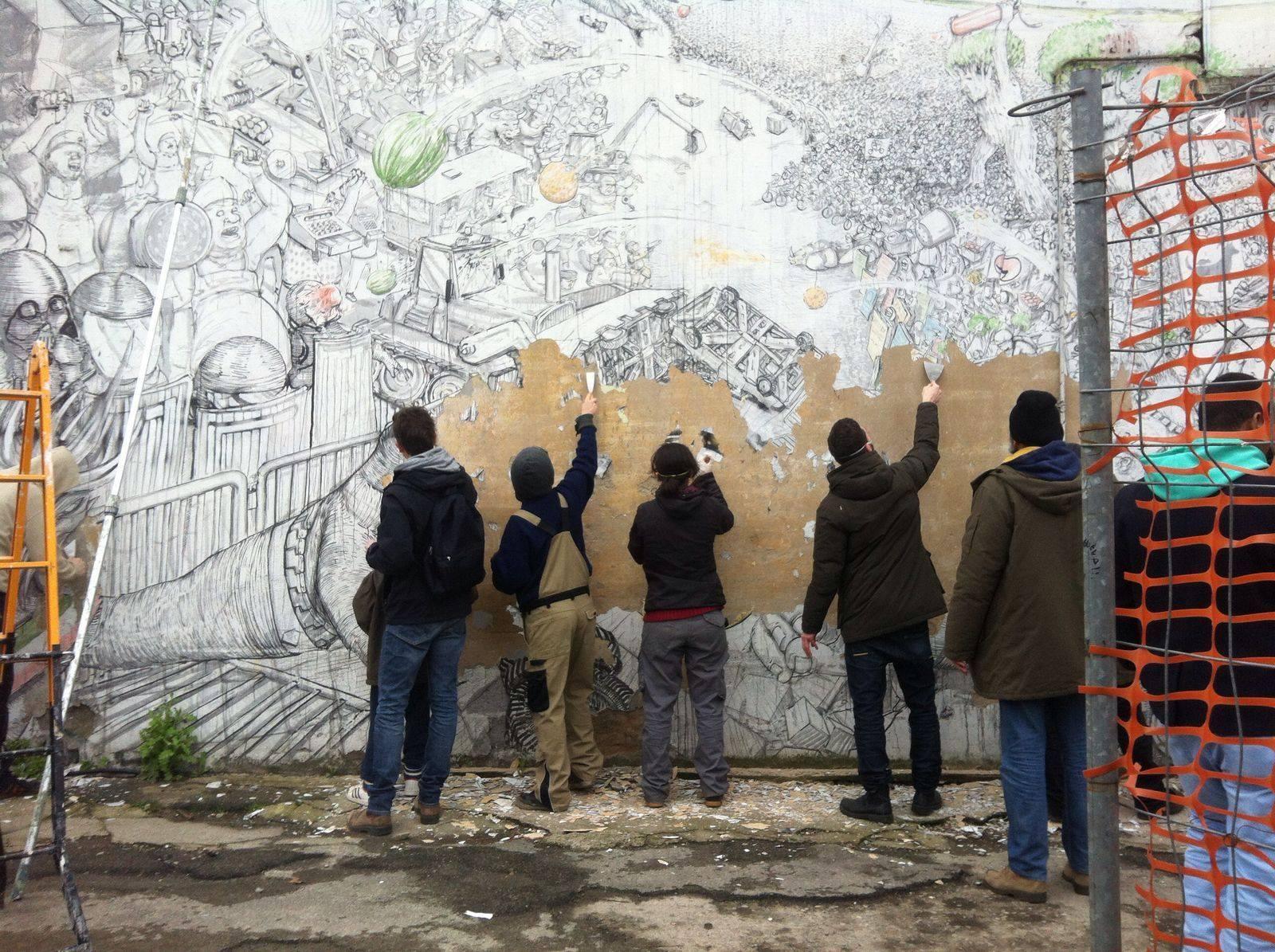 La rimozione dei murales di Blu a Bologna