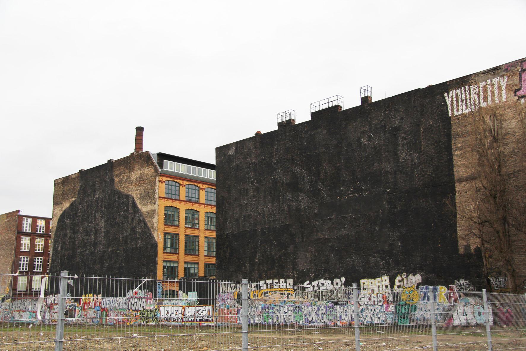 Le opere di Blu a Kreuzberg, dopo la cancellazione dell'arista