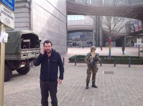 Uno degli scatti di Salvini a Bruxelles