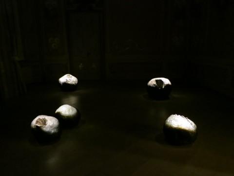 Fontana - Leoncillo – Forma della materia - installation view at Fondazione Carriero, Milano 2016