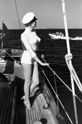 Helmut Newton, Winnie off the coast of Cannes, 1975, from the series White Women © Helmut Newton Estate