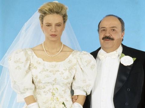 Maria De Filippi e Maurizio Costanzo sposi, in una celebre foto d'archivio. Due giganti del piccolo schermo
