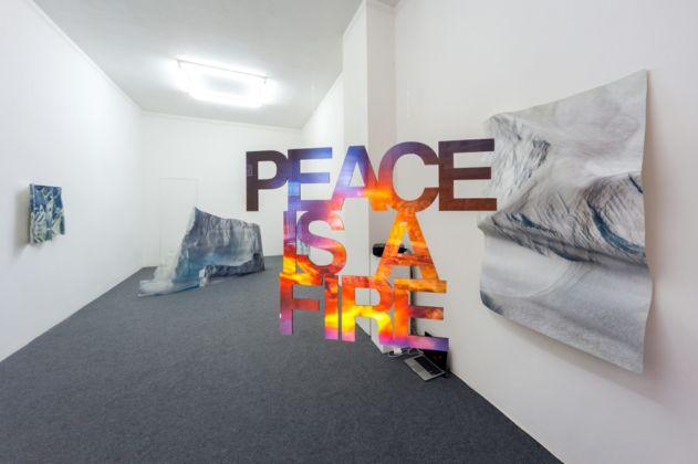 Pennacchio Argentato - Peace is a fire - installation view at Galleria Acappella, Napoli 2016 - photo Danilo Donzelli