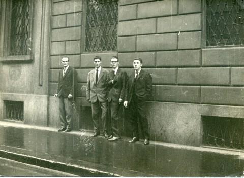 Piero Manzoni alla Galleria del Prisma, Milano 1959 - courtesy Archivio Piero Manzoni