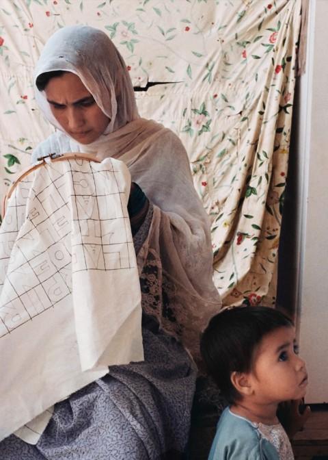 Ricamatrice afghana - photo Randi Steinberger