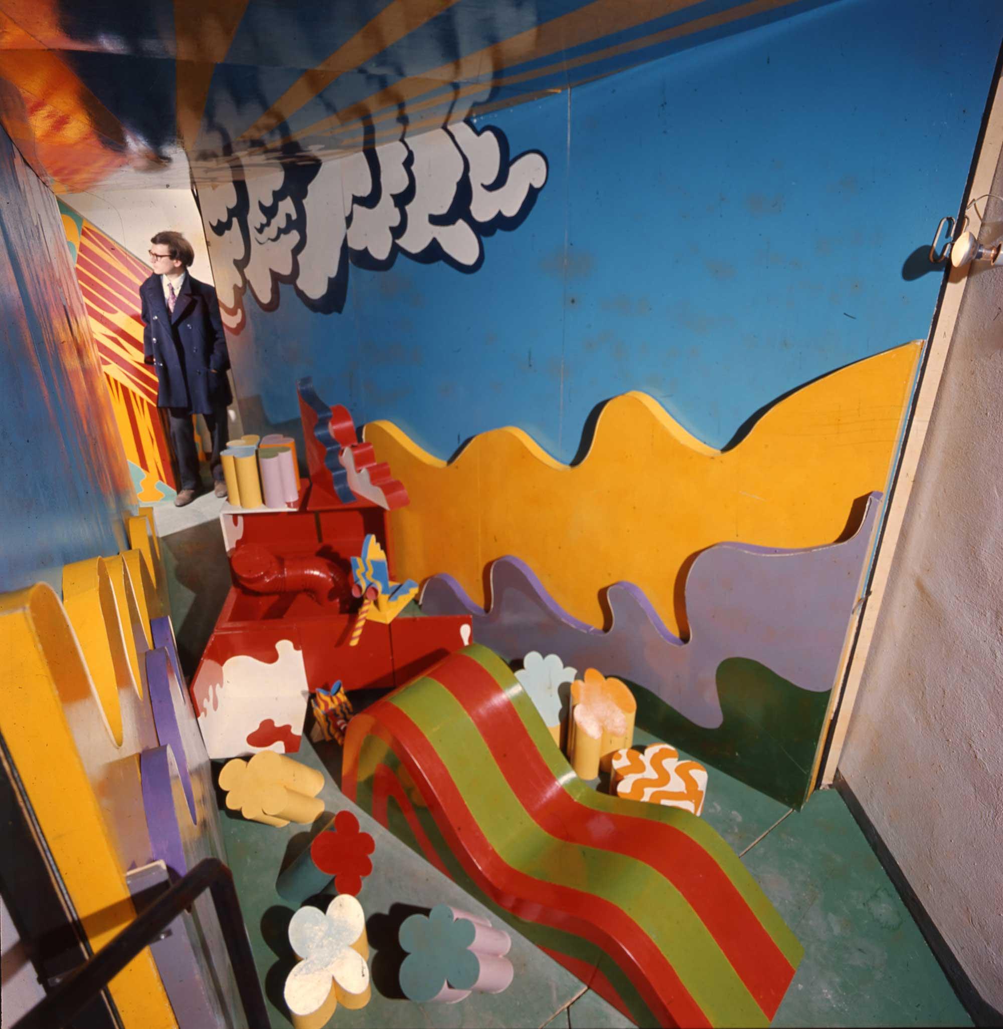 Adolfo Natalini alla mostra Superarchitettura - Galleria Jolly, Pistoia 1966 - photo Cristiano Toraldo di Francia