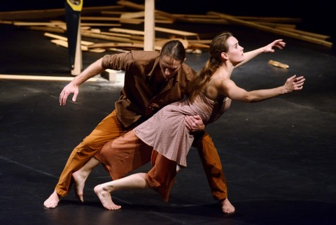 Carolyn Carlson Company, All that falls - ® Laurent Paillier