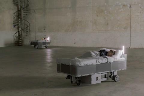 Carsten Höller, Two Roaming Beds (Grey), 2015 - courtesy of the artist & Pirelli HangarBicocca, Milano - photo © Attilio Maranzano