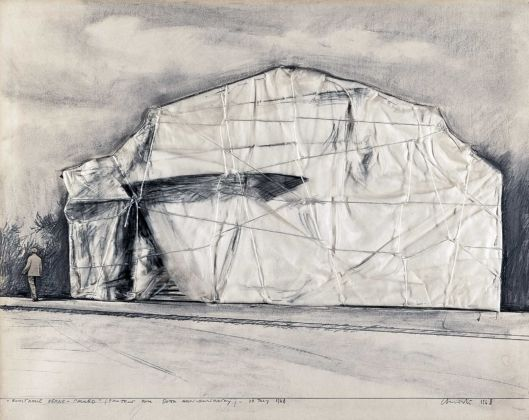 Christo, Kunsthalle Berne – Packed (project for 50th Anniversary), 1968 - photo Wolfgang Volz - Copyright Christo 1968