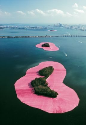 Christo and Jeanne-Claude, Surrounded Island , Biscayne Bay, Greater Miami, Florida, 1980-83 - photo Wolfgang Volz - (c) Christo 1983