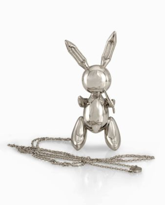 Jeff Koons_Rabbit, collana, platino, per Stella McCartney, 2005-2009, edition of 50, photo credit Sherry Griffin Louisa Guinness Gallery, London