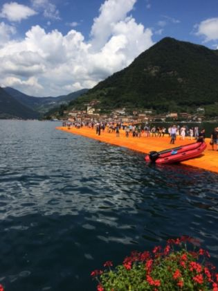 Christo, The Floating Piers, Lago d'Iseo (foto Luca degl'Innocenti)