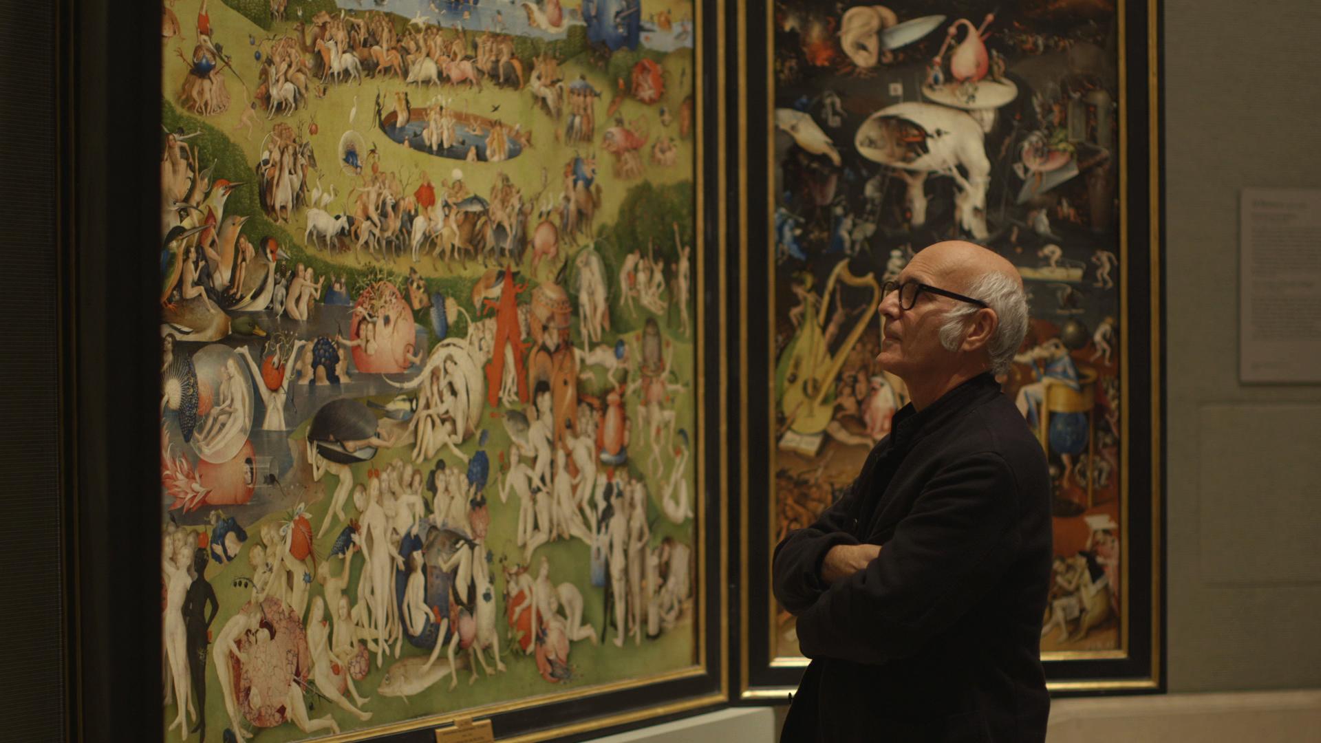 Ludovico Einaudi di fronte all'opera di Bosch
