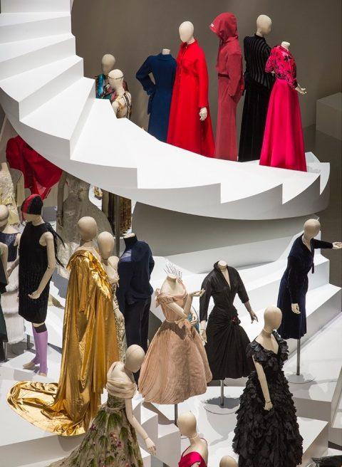 Fashion Forward, 3 siècles de mode (1715-2016) – installation view at Les Arts Décoratifs, Parigi 2016 – photo Luc Boegly