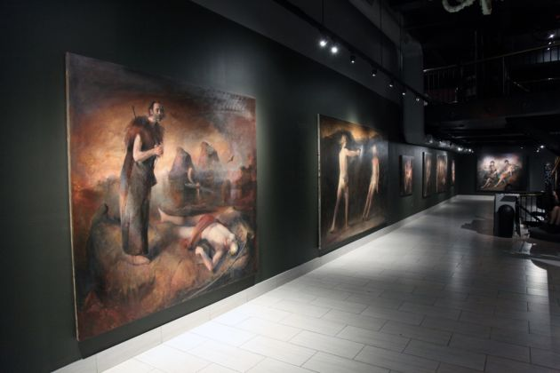 In primo piano, Father Finding Son (2015) di Odd Nerdrum - Booth Gallery, New York 2016
