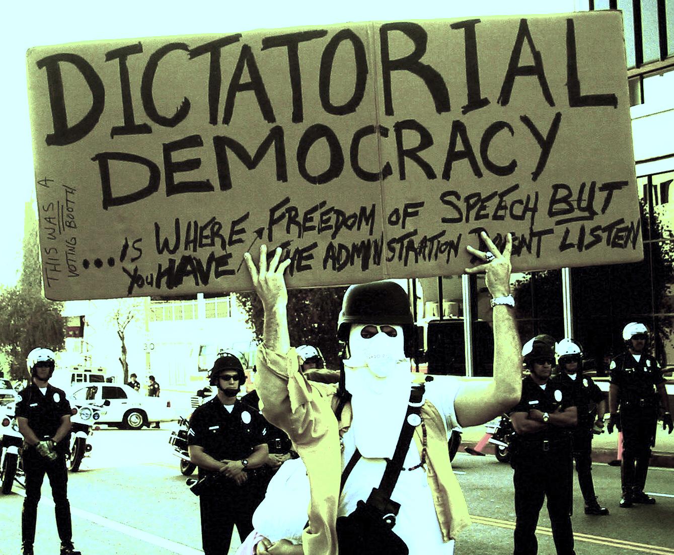 Una democrazia dittatoriale è dove si ha libertà di parola ma l'amministrazione non ascolta - ph. @ The Prophet via Flickr