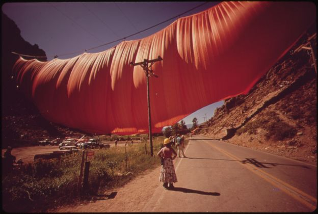 Christo e Jeanne-Claude, Valley Curtain 1972 (USA)