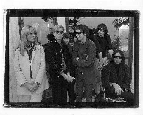 Velvet Underground e Nico con Andy Warhol - Hollywood Hills 1966 © Gerard Malanga - courtesy Galerie Caroline Smulders, Parigi