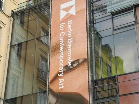 bb9 – Biennale di Berlino 2016 – facciata esterna della Akademie der Künste, sede principale della nona edizione della Berlin Biennale of Contemporary Art