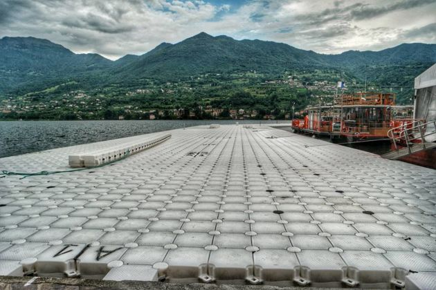 The Floating Piers, lago d'Iseo (ph credit pagina facebook del progetto)