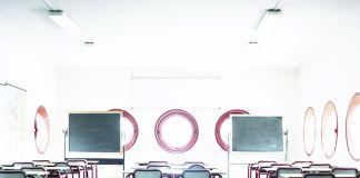Allegra Martin, Scuola media a Santarcangelo di Romagna, aula, dalla serie Maurizio Sacripanti, 2013. Stampa inkjet su carta matte Hahnemuhle Bright White, cm 40x32 © Allegra Martin, courtesy Viasaterna