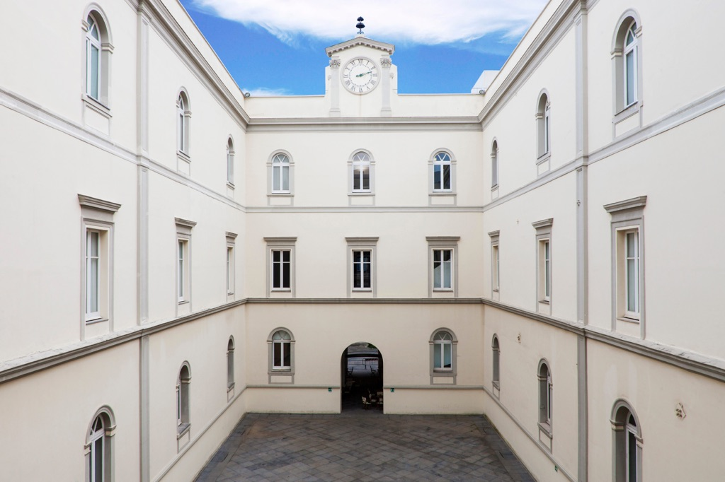 MADRE - Museo d'Arte Contemporanea Donnaregina, Napoli - cortile interno - photo Amedeo Benestante