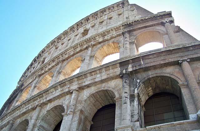 Il Colosseo dopo il restauro finanziato dal gruppo Tod's