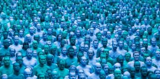Spencer Tunick, Sea of Hull, 2016