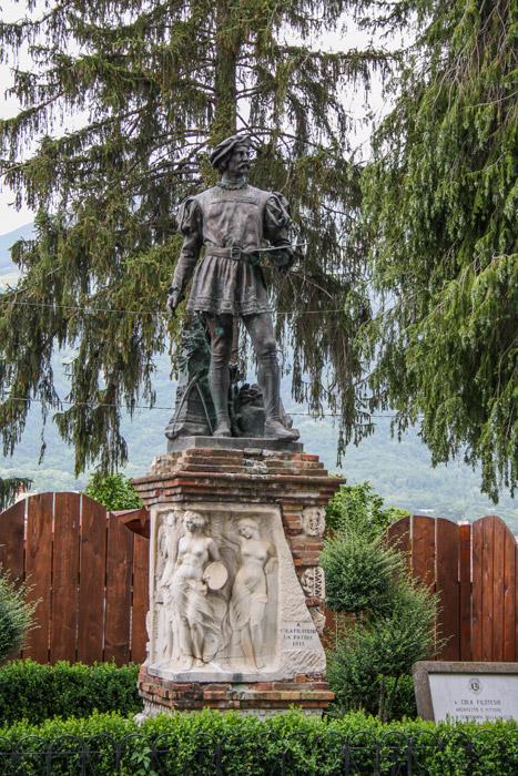 Amatrice, Monumento a Cola dell'Amatrice (prima del terremoto)