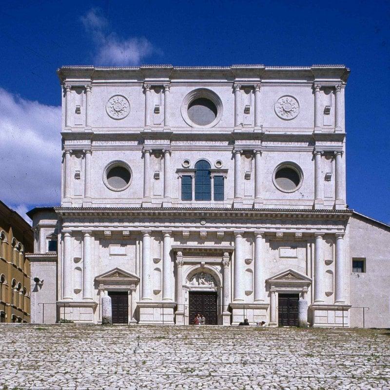 L'Aquila, Facciata della basilica di San Bernardino