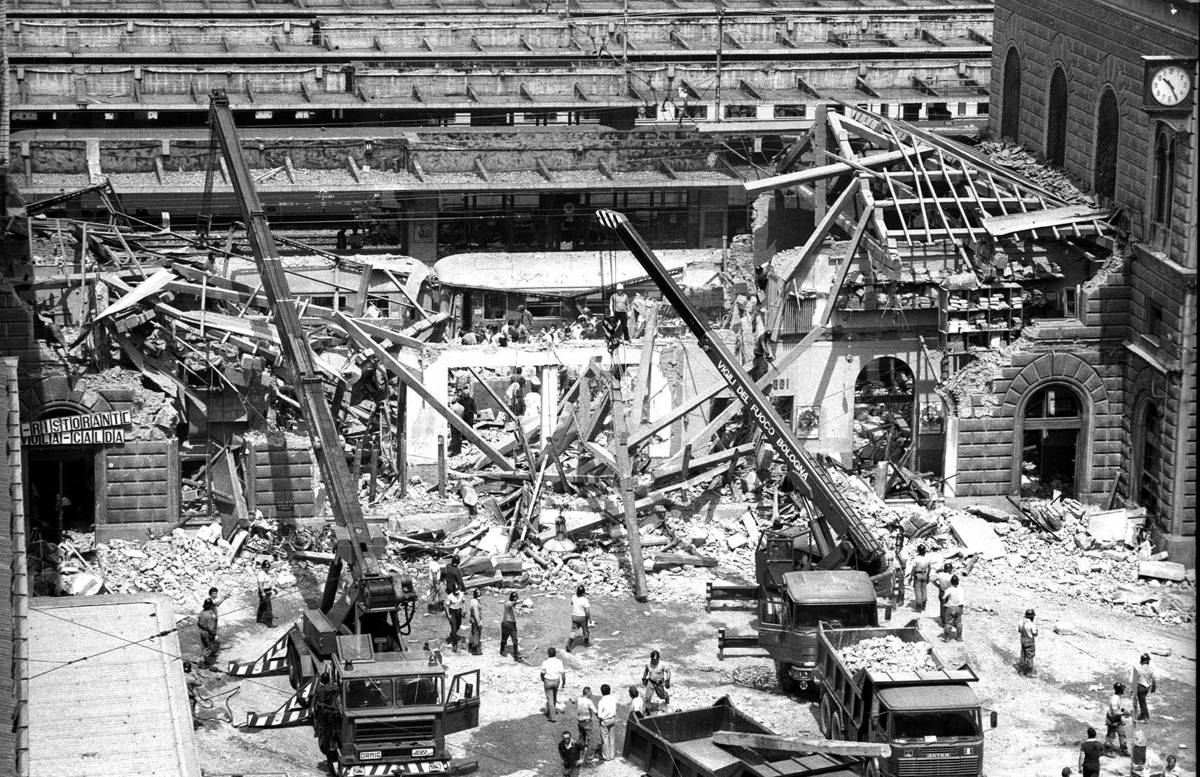 La Stazione di Bologna, il 2 agosto del 1980 poco dopo lo scoppio della bomba