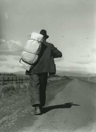 Dorothea Lange, Migrant Worker on California Highway, 1935