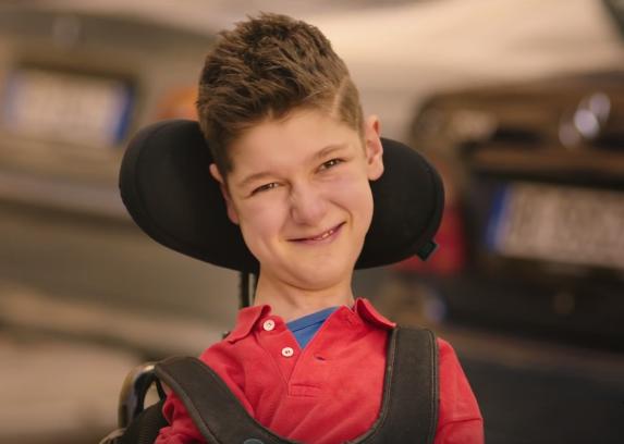 Mirko, il protagonista dello spot di Zalone sulla Sma