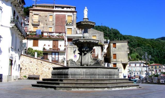 San Giorgio Morgeto, Piazza dei Morgeti