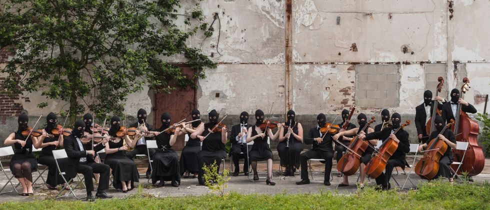 Sislej Xhafa, Again and Again, 2000, in collaboration with Donna Musica Orchestra, Courbevoie – courtesy Galleria Continua, San Gimignano-Beijing-Les Moulins-Habana