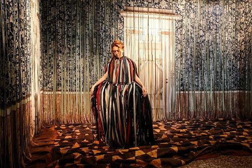 palazzo Reale, Ho visto un re -Performance di Reverie Vezzosi nella sala dedicata a Frange Reali, di Gentucca Bini