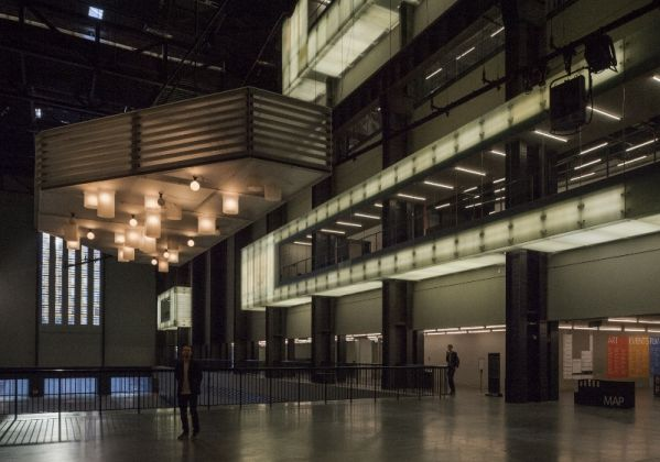 Philippe Parreno, Anywhen, 2016. Veduta dell'installazione, Turbine Hall, Tate Modern, Londra. Courtesy Tate