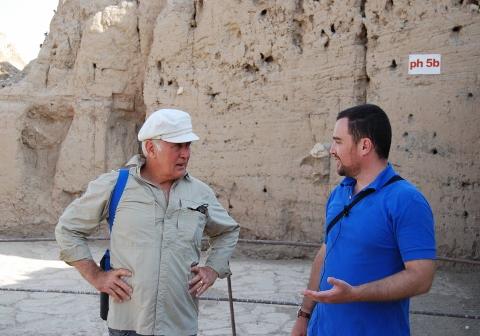 Marilyn Kelly-Buccellati e Giorgio Buccellati - Coraggio fra le rovine. L'archeologia come presenza morale in Siria, Conferenza al Museo Egizio di Torino - Martin Scheen tra i visitatori di Urkesh (480x336)