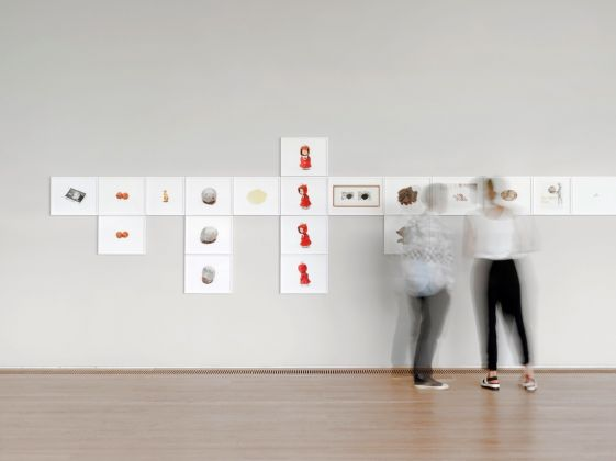 Roni Horn, The Selected Gifts, (1974–2015), 2015-16 - installation view at Fondation Beyeler, Rienhen:Basel 2016 - Courtesy die Künstlerin e Hauser & Wirth - photo Stefan Altenburger