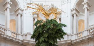 Il Christmas Tree di Shirazeh Houshiary alla Tate Britain