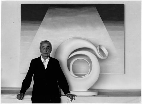 Myron Wood, Portrait of Georgia O'Keeffe with sculpture and painting, 1980 - © Pikes Peak Library District