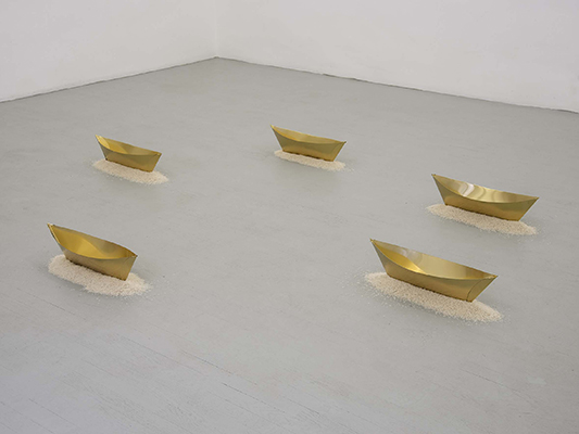 Wolfgang Laib – exhibition view at Galleria Alfonso Artiaco, Napoli 2016 - photo Luciano Romano