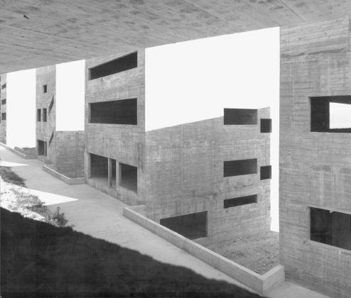 Álvaro Siza, Facoltà di Architettura, Porto, 1986-96. Photo Mimmo Jodice