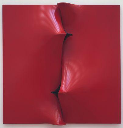 Agostino Bonalumi, Rosso e nero, 1968