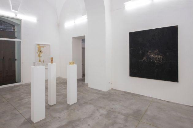 Elisa Montessori, Ogni cosa è un'altra, 2016, veduta dell'installazione presso la galleria Monitor, Roma, Photo credit Giorgio Benni. Courtesy l'artista e Monitor, Roma