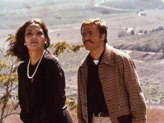 Françoise Fabian e Franco Nero, Perché si uccide un magistrato (Damiano Damiani, 1975). Courtesy Austrian Film Museum