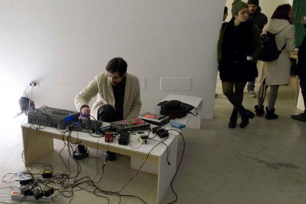 Gaetano Cappella performing at Museolaboratorio, Città Sant'Angelo 2017. Photo Claudia Petraroli
