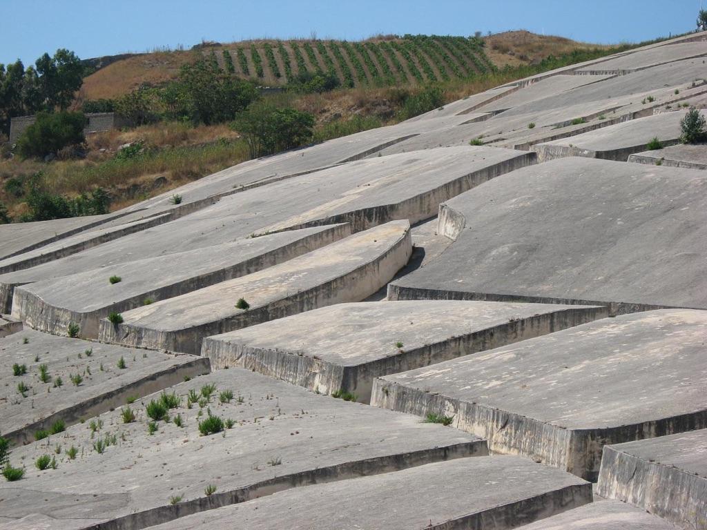 Il Grande Cretto di Burri a Gibellina Vecchia, foto Andrea Lodi by Flickr